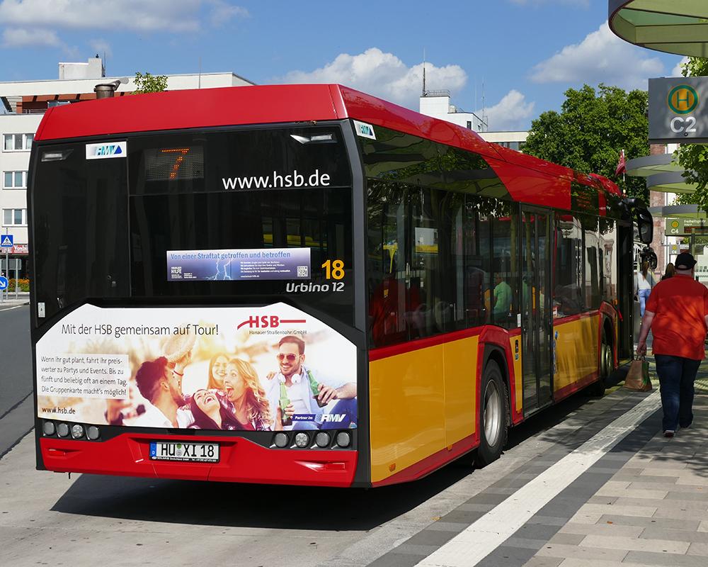 Gestaltung mit Formschnit der Heckseite des Busses der Hanauer Verkehrsbetriebe