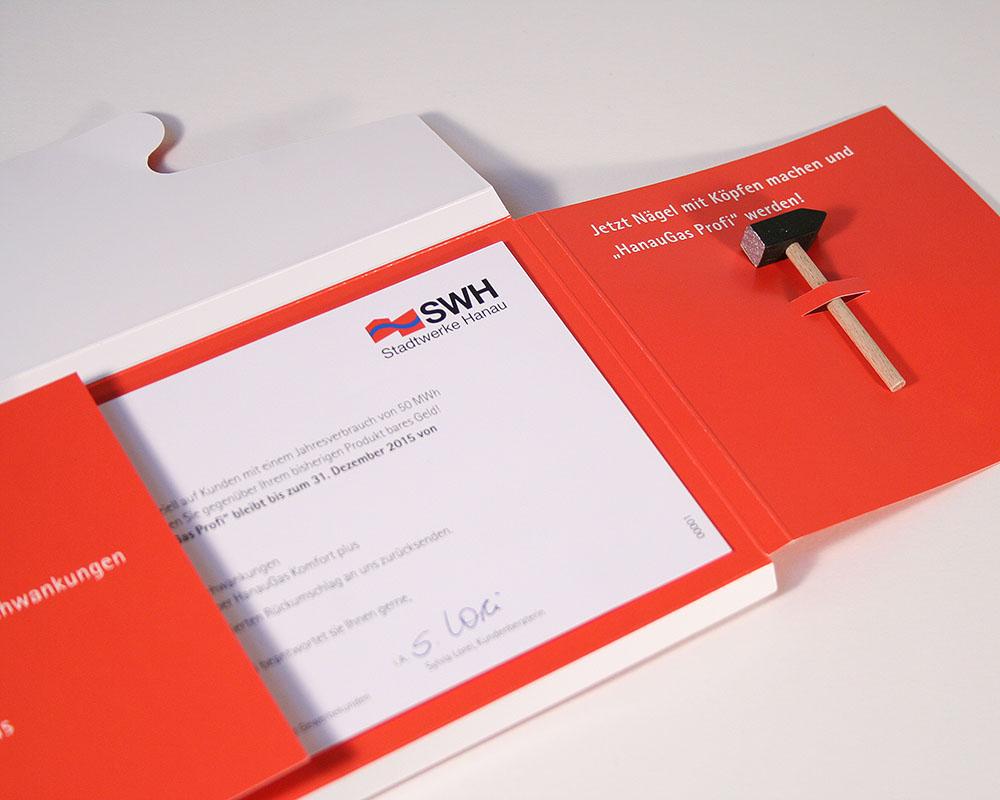 Mailing mit kleinem Hammer