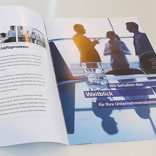 Layout DIN A4 Broschüre für die Unternehmenskommunikation