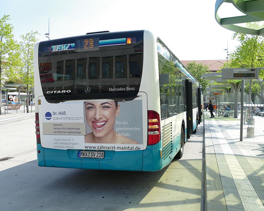 Buswerbung Zahnarztpraxis Dr. Höß aus Maintal