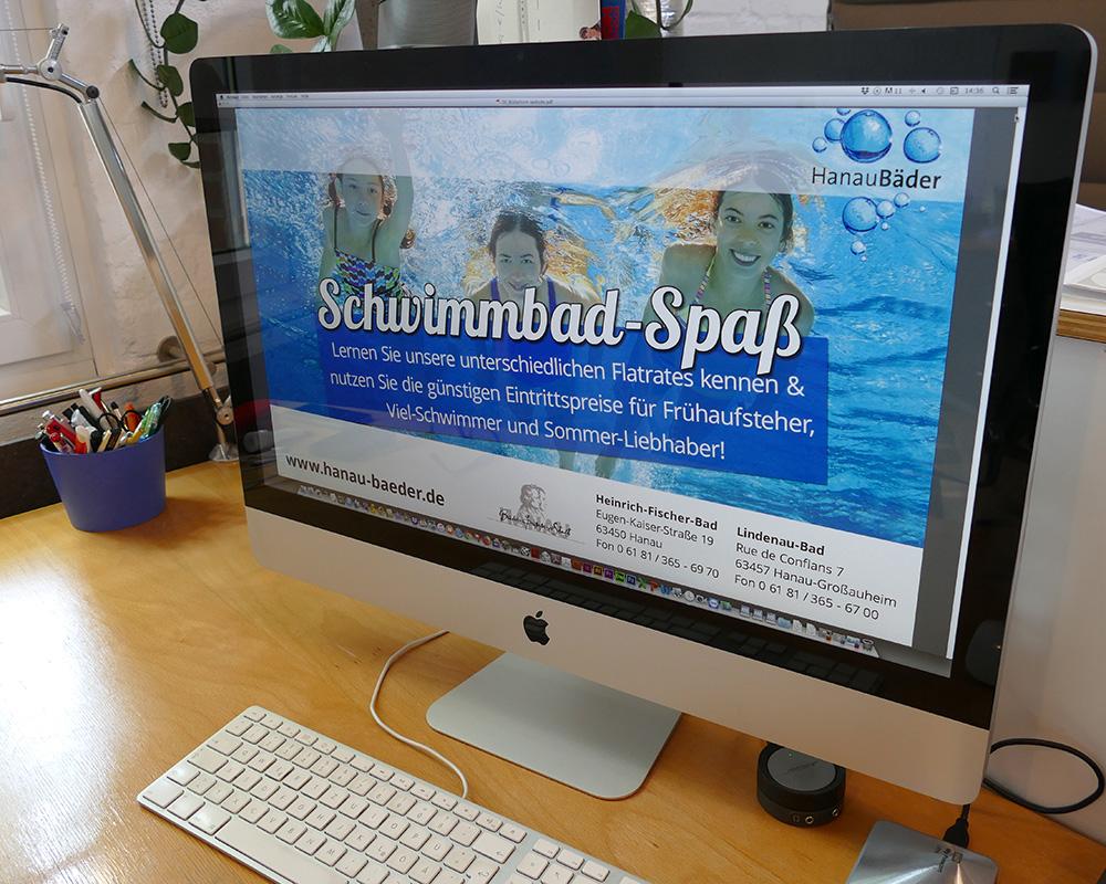 Beamer sheets für Bildschirmpräsentation für ein öffentliches Schwimmbad